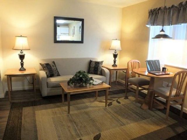 Affordable Corporate Suites - Christiansburg VA - Living Room